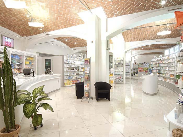 Dott. Casari - Ristrutturazione e arredo farmacia classica